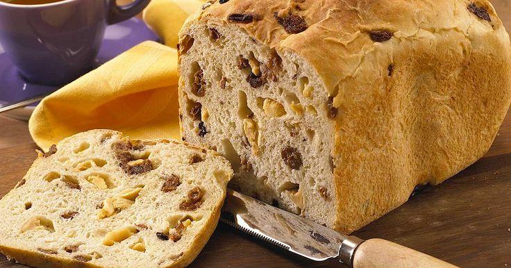 Met de broodbakmachine maak je gemakkelijk een vers broodje. Dit brood bak je met gedroogde vruchten.