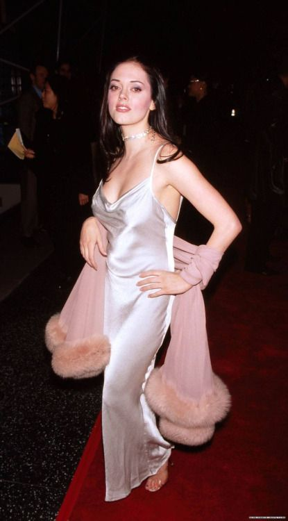 Rose McGowan at the Jawbreaker premiere, 1999