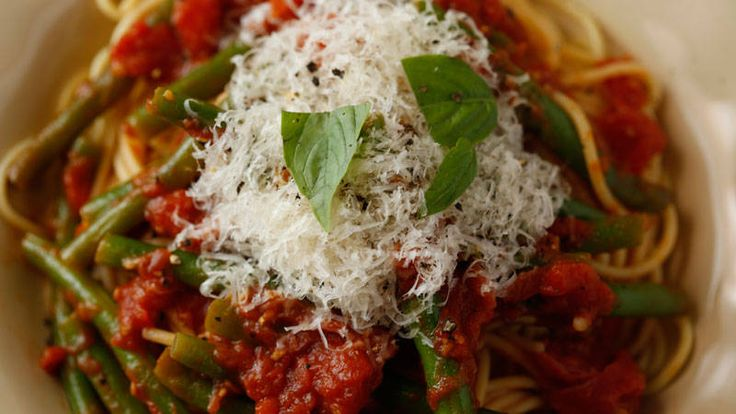 Buddy Valastro's Pasta with Tomatoes and Green Beans Recipe | Rachael Ray Show