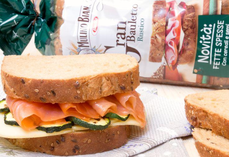 Sandwich al salmone, zucchine e scamorza