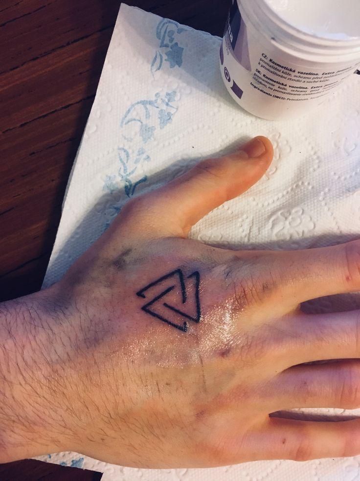 tattoo🤙🏼 #tattoo #triangle #hand #mywork #tripple #triangletattoo @katekallinn