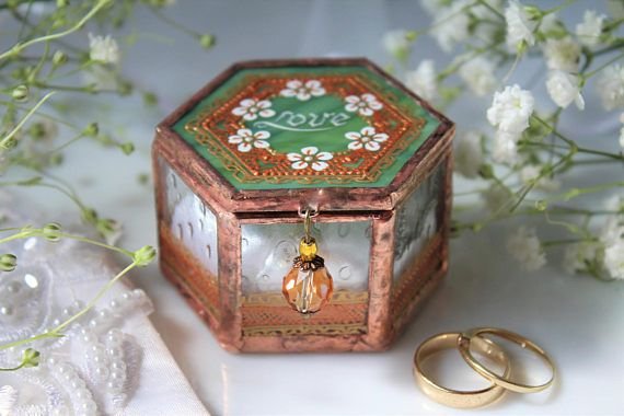 Love engagement ring box, Greenery wedding ring box, Spring ring bearer box, Personalized wedding ring case, Anniversary gift for the couple