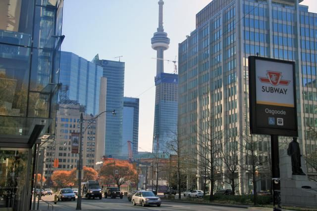 February 16, 2017: Living Shangri-La    Facing southwest from the southeast corner of Queen and University, image taken in 2009 by Edward Skira #UrbanToronto #Toronto #urban #city #downtown #Toronto #TBT #ThrowbackThursday #thenandnow