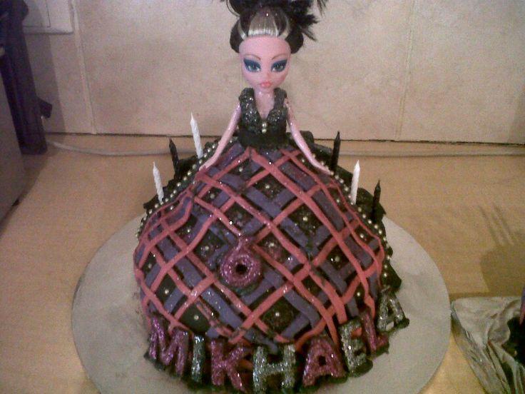 Monster's high doll cake