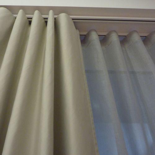 Les 25 meilleures id es de la cat gorie rail rideau sur - Comment mettre des oeillets sur des rideaux ...