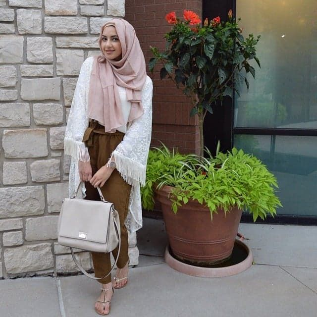 Pin for Later: These Hijab Fashion Bloggers Will Make You Rethink Modest Style Summer Albarcha