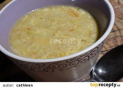 Vločková polévka se zeleninou a vejcem recept - TopRecepty.cz