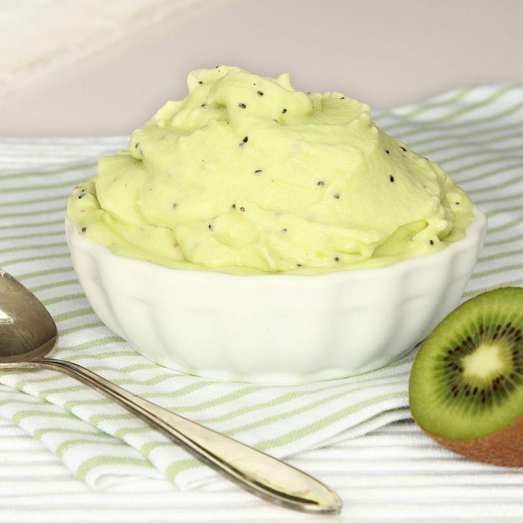 Fräsch och nyttig bärglass med kiwi och banan! Helt utan tillsatt socker – perfekt när man är sugen på något gott!