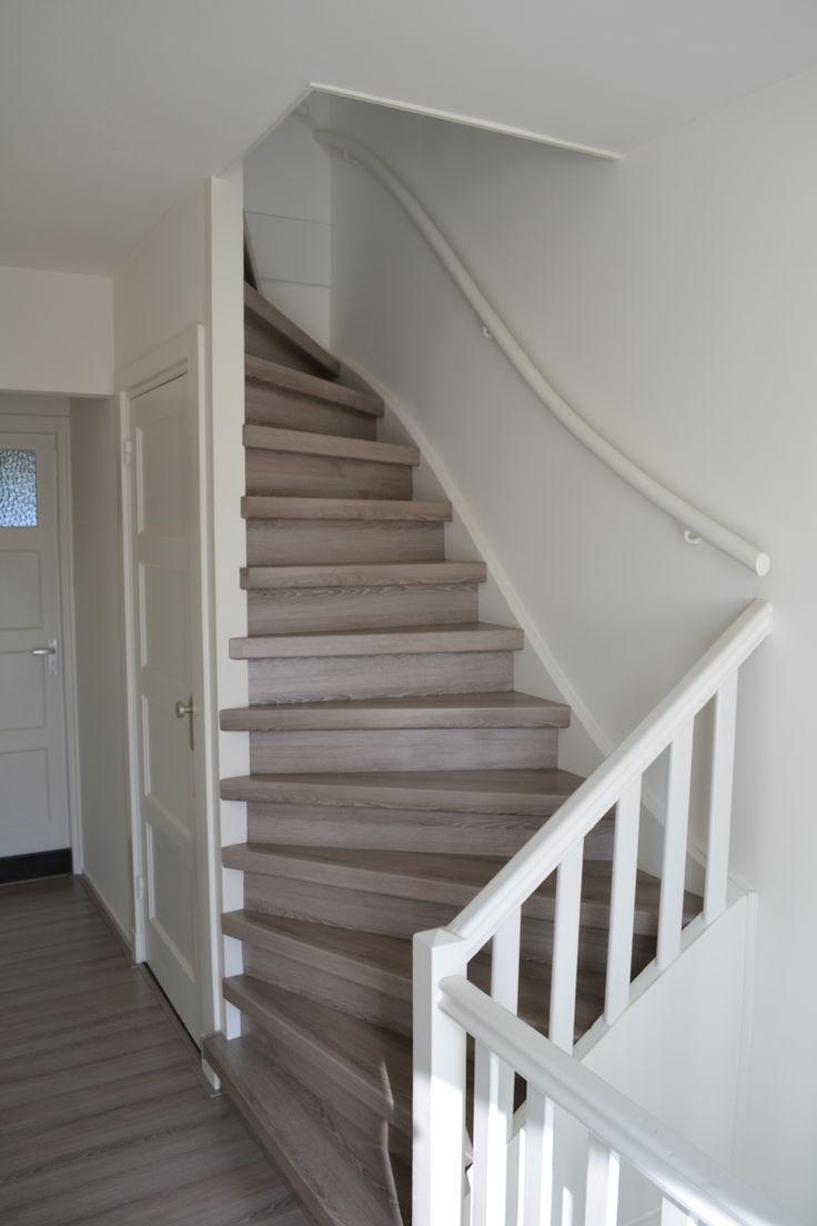 trap en vloer gerenoveerd met HPL grijs eik.