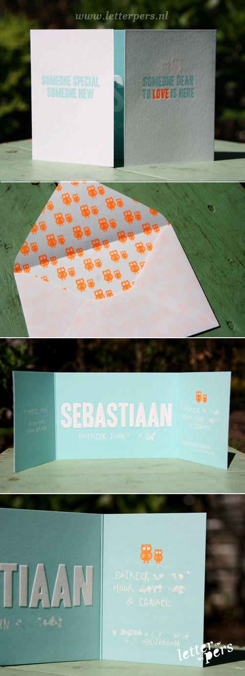 letterpers_letterpress_geboortekaartje_sebastiaan_uiltje_fluor-oranje_mint_blauw_handgemaakte_enveloppen_fluor_binnenkant_uiltjes_drieluik_p...