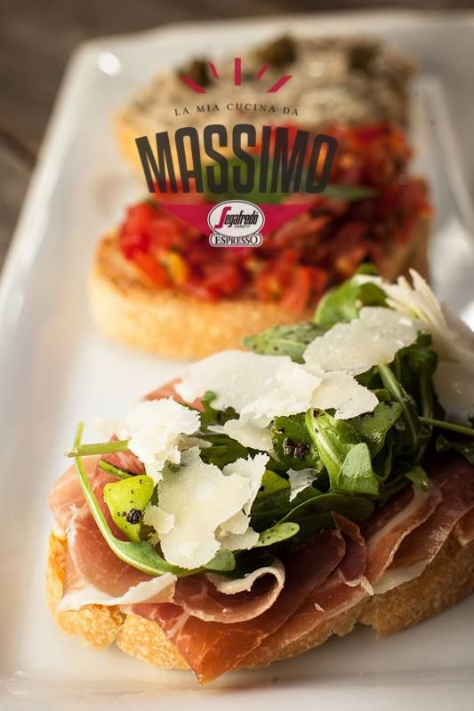 Bruschetta mista stasera? Parmigiano Reggiano, Prosciutto di Parma, Olio da Toscana... ingrediente de o calitate superioară aduse din celebra regiune Emilia Romagna. Descoperă Il vero gusto italiano! Descoperă noul concept Massimo! #food #italian #dinner #lunch #yummy #eat #tasty #pizza #pasta #salad