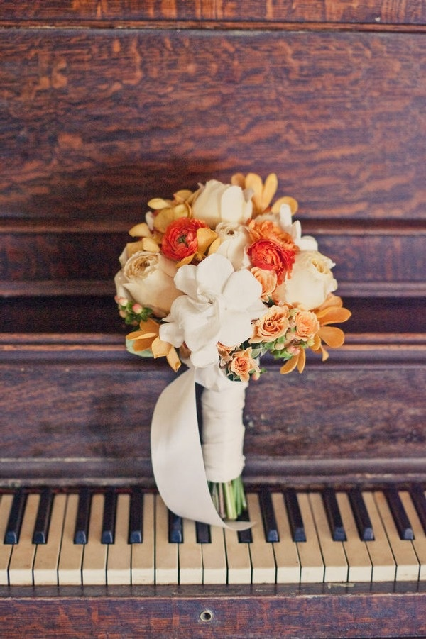 happy sigh colors :): Brown Paper, Fall Wedding Bouquets, The Piano, Onelov Photography, Wedding Photos, Love Photography, Events Photography, Bridesmaid Bouquets, Photography Ideas