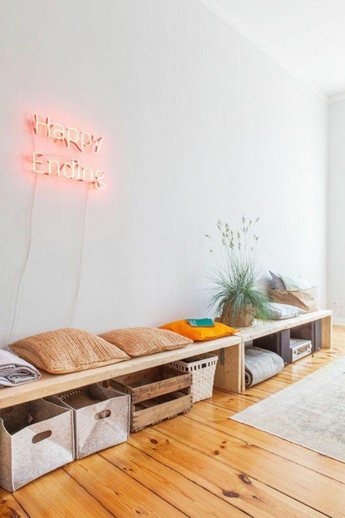 decoration murale avec lettres, sol en parquet clair, idée déco pas cher appartement