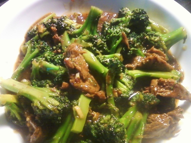 HOME MADE BEEF WITH BROCCOLI: Beef marinade: 1 1/2 tsp reduced sodium soy sauce. 1 tsp cornstarch. pepper. Stir Fry Sauce: 3 tbs oyster sauce. 2 tsp water. 2 tsp balsamic vinegar. Prep: 1 lb beef lbs cut into thin strips. 1 1/2 lbs broccoli cut into bite size florets. 1 tbs canola oil. 1 tbs minced garlic.  Directions: combine beef and marinade, set aside for 10 min at room temp. in a small bowl, mix stir fry sauce (i double the sauce). boil broccoli for 3 min. mix steak, sauce, & broccoli.Steak, Stir Fry Sauce, Beef Recipe, Oysters Sauces, 1 2 Lbs, Lb Beef, Stir Fries Sauces, Tsp Water, Beef Marinades