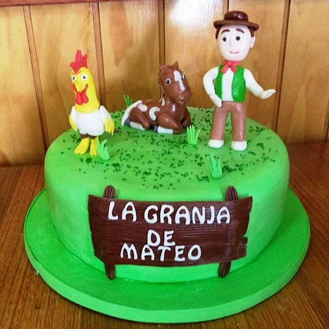 #Granja #fondant #cake by Volován Productos #instacake #puq #Chile #VolovanProductos #Cakes #Cakestagram #SweetCake