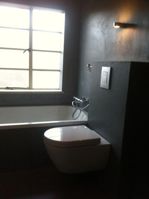 bathroom with betonciré floor and walls