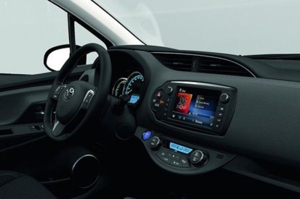 2015 Toyota Yaris Tenperature Control 600x398 2015 Toyota Yaris Full Review with Images