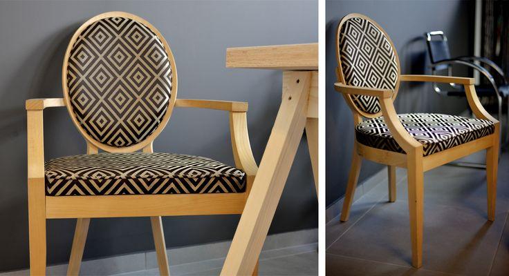 Krzesło z medalionowym oparciem, z podłokietnikami,