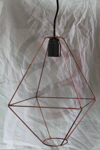 Lampada a sospensione in ferro verniciata in rame con saldature e pieghe realizzate a mano