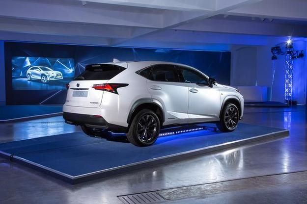 "Lexus NX spod ręki will.i.am i teledysk ""Dreaming About the Future"""
