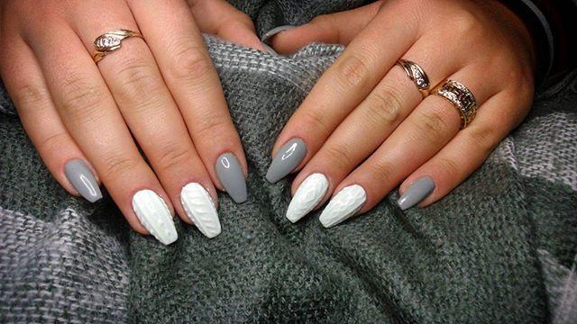 #newnails #sweaternails #whiteandgrey #winternails Die besten Nägel kommen in der Nacht heraus. MASTERS @nailsbykamilalegomina