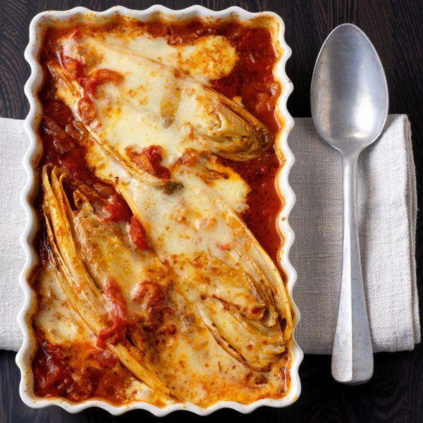 Chicorée in Tomatensauce mit Parmesan