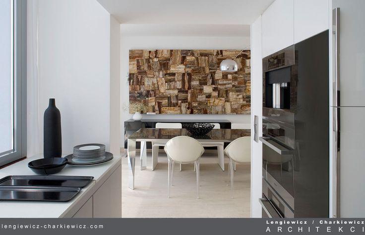 Dom znanej projektantki mody. Kuchnia. Projekt i realizcja: lengiewicz-charkiewicz.com #kitchen (fotografia: Hanna Długosz)