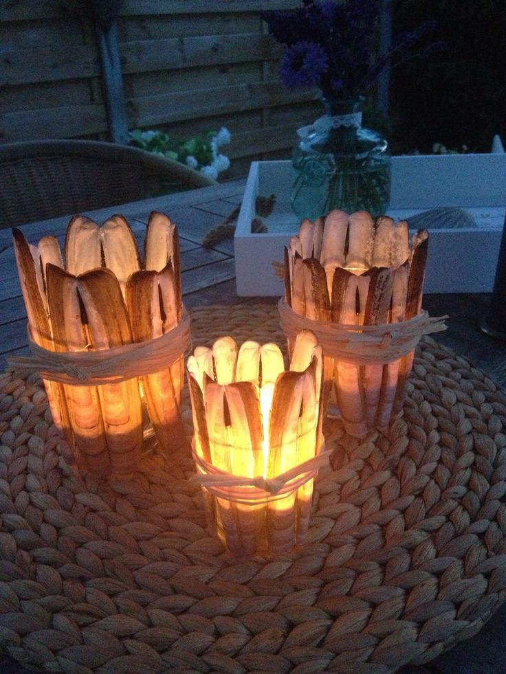 Scheermes schelpen om glaasje en waxinelichtje erin .... Shells