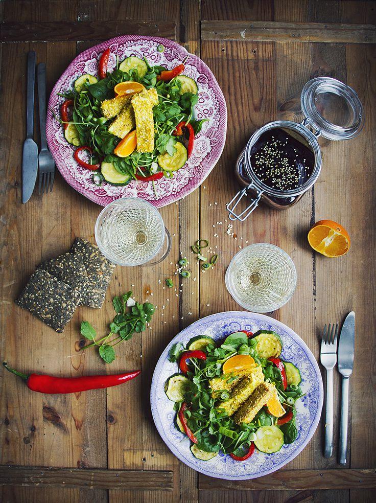 Sallad med mynta, koriander och sesampanerad tofu   clementin – och ingefärsdressing