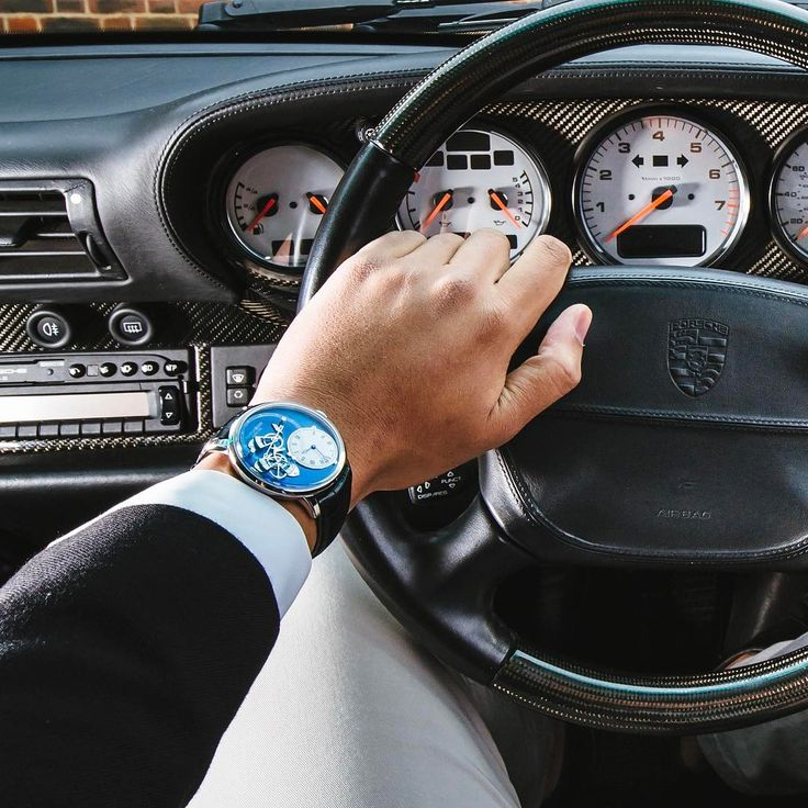 Driving something old with something new on the wrist. The DSTB in steel with a blue dial plate. #arnold&son #Ableitner