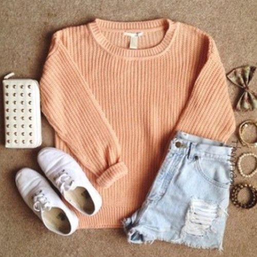 i love chunky sweaters they're so cozy and warm ^-^