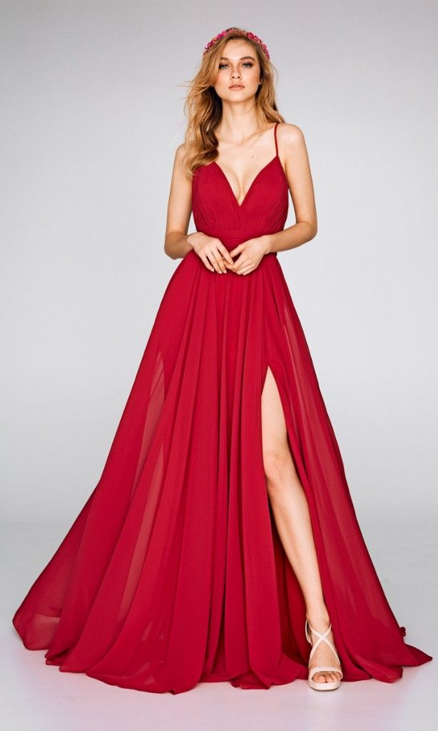 b427ec45a Siéntete sexy con un vestido rojo y abertura lateral.  colombia  boda   matrimonio  wedding  matrimoniocomco  noscasamos  matr…