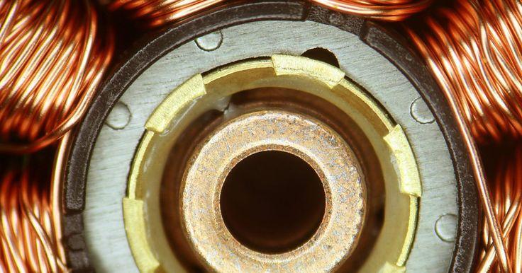 Cómo desechar el cobre de un motor eléctrico. Un motor eléctrico es un dispositivo electromecánico que convierte la electricidad en trabajo físico. Contiene varias bobinas de cable eléctrico que están envueltas alrededor de un núcleo común. Cuando el voltaje es aplicado a los cables en el motor eléctrico, estas bobinas son energizadas y producen un campo magnético; este campo puede ser ...
