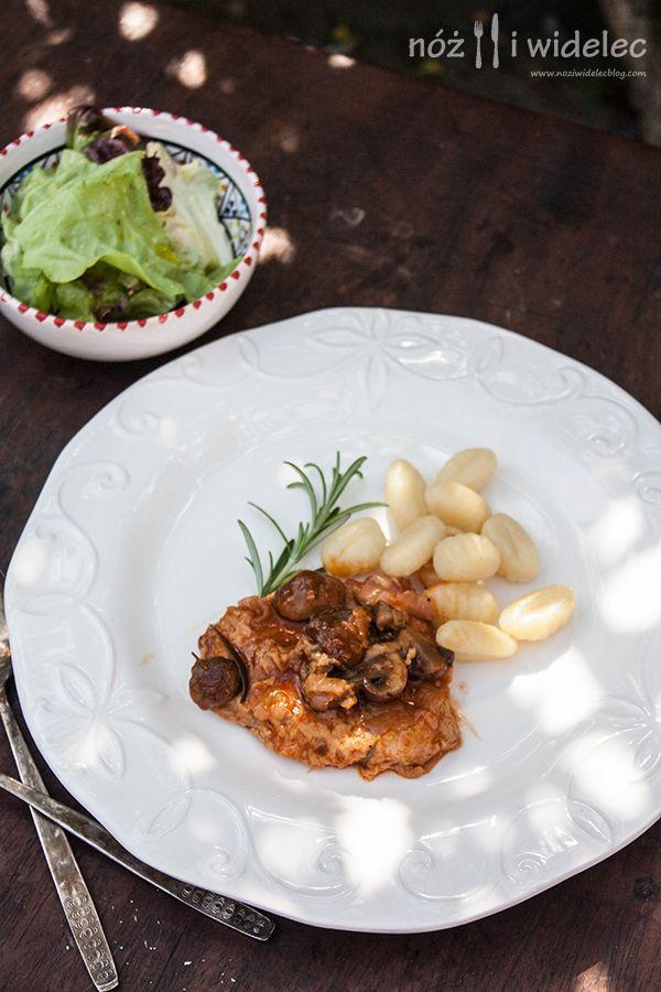 Eskalopki wieprzowe z pieczarkami, rozmarynem i słodką papryką