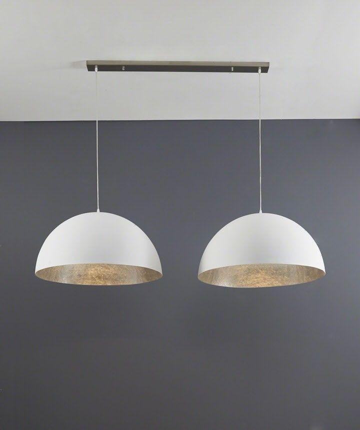 Een hanglamp die dankzij haar eenvoudige en strakke ontwerp opvalt. Deze hanglamp is door het meubelmerk Davidi Design ontworpen voor iedereen die rust in zijn of haar woning wilt creëren. De ronde lampenkappen zijn gemaakt van wit kunststof en hebben aan de binnenkant een afwerking van zilver glasvezel. Wanneer je de Hanglamp Livia aanzet weerspiegelt deze afwerking een prachtige en sfeervolle lichtval zodat het gezellig wordt binnen. Middels subtiele kabels zijn de lampenkappen bevestigd…