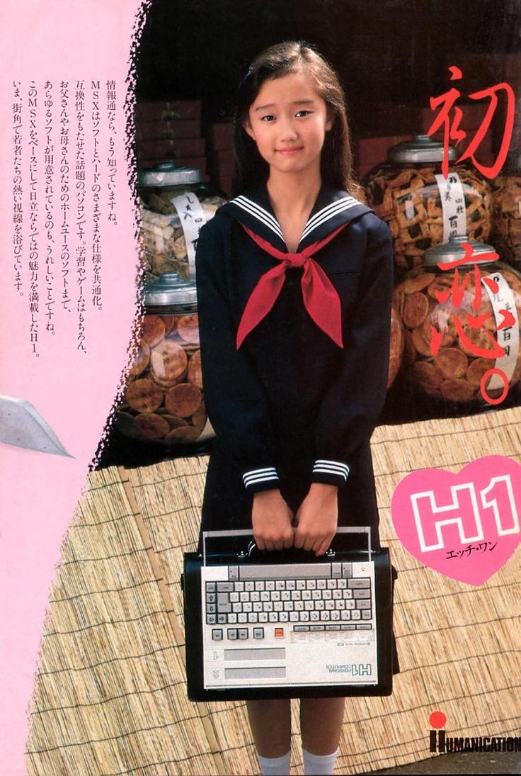 工藤夕貴。当時のパソコン雑誌の裏の広告にこれが大きく乗ってたのを思い出す。ちなみにこのパソコンはスタイリッシュに見えるがこの本体の後ろに1.5倍ぐらい重い電源をつけなきゃならなかった。