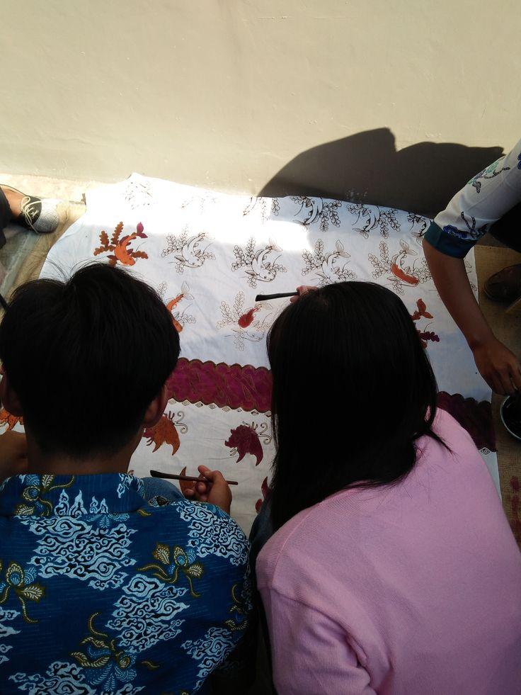Proses Membatik di Pranggok Griya Batik Mas