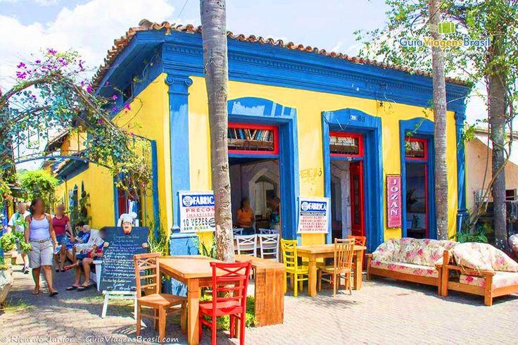 Embu das Artes fica a 27 km de São Paulo e é uma bela cidadezinha artística, escapadinha com gastronomia e muita arte. Conheça >>> http://www.guiaviagensbrasil.com/sp/embu-das-artes/