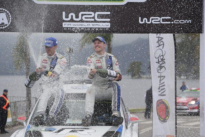Jari-Matti Latvala y Sébastien Ogier llegaron en primer y segundo lugar respectivamente a bordo de los VW Polo R WRC. Este se considera como el mejor resultado de la marca alemana en la historia del Campeonato del Mundo de Rallyes de la FIA (WRC). En el caso de Citroën, el británico Kris Meeke ...