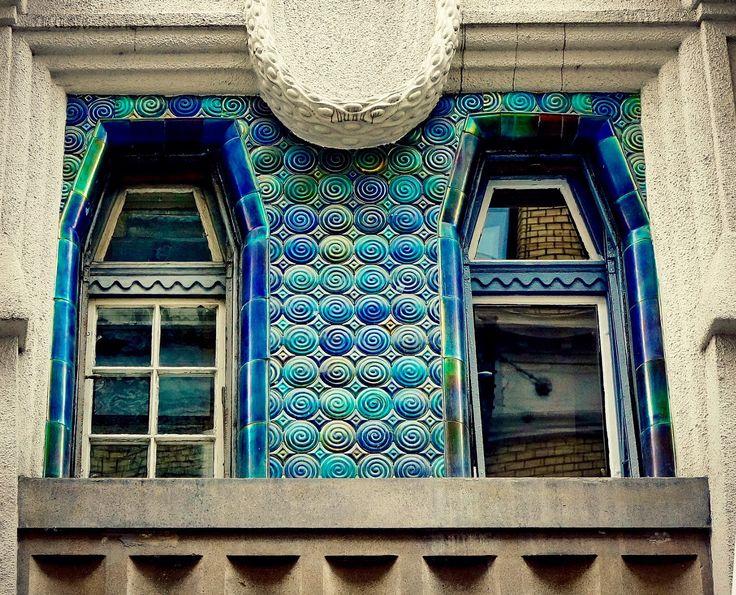 Ház a budapesti zsidó negyedben Zsolnay csempe díszítés