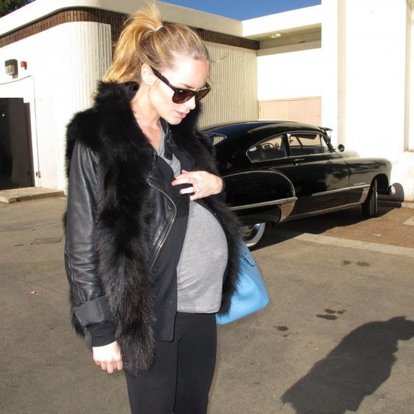 maternity street styleBaby Knox, Bump Chic, Maternity Street Styles, Maternity Style, Pregnancy Style, Maternity Chic, Leather Jackets, Maternity Wardrobes, Chic Mama