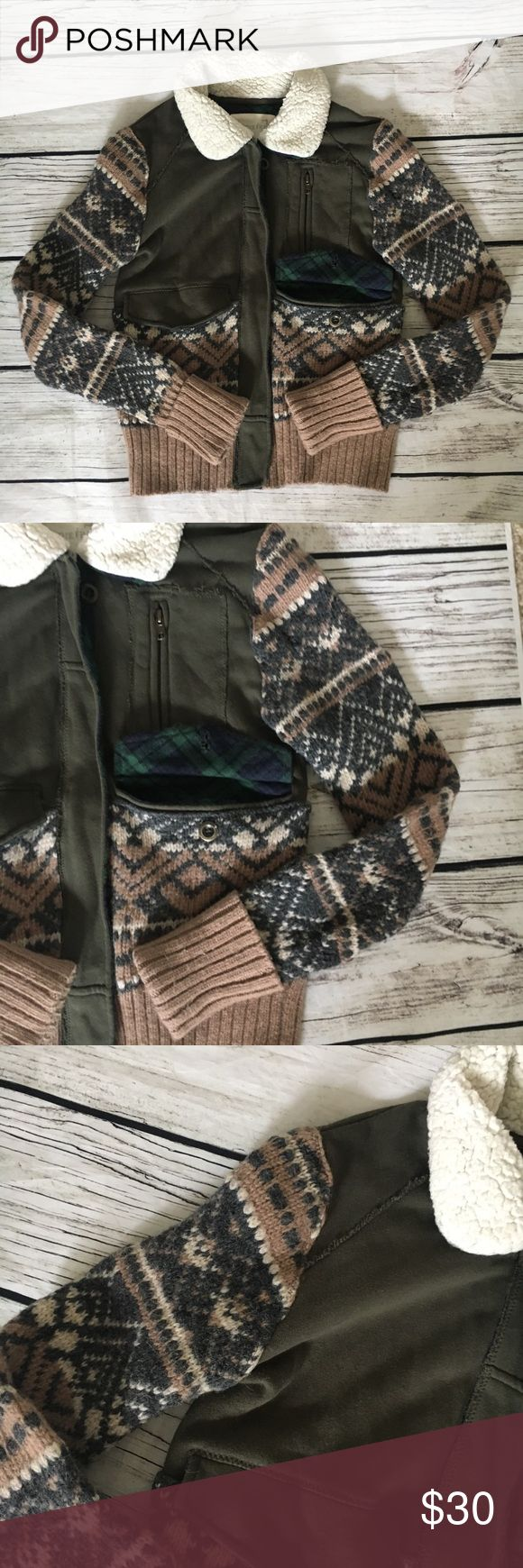 """We The Free Women's Knit Zip Up Sweater Good preowned condition showing normal signs of wear. Measures 18"""" armpit to armpit and 22"""" from shoulder to bottom hem. Free People Sweaters Cardigans"""