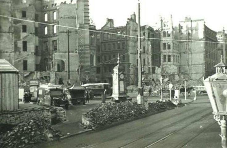 HANNOVER 1944 mitten im zerbombten Hannover steht noch die Kröpcke Uhr hannover germany WWII