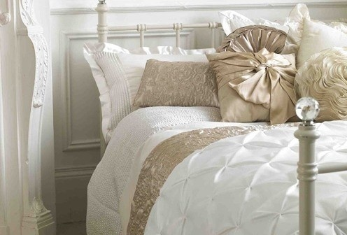 #home #decor #bedroom: Dreams Bedrooms, White Beds, Interiors Design, Master Bedrooms, Beds Linens, Guest Rooms, Bedrooms Decor, Bedrooms Ideas, Beautiful Bedrooms