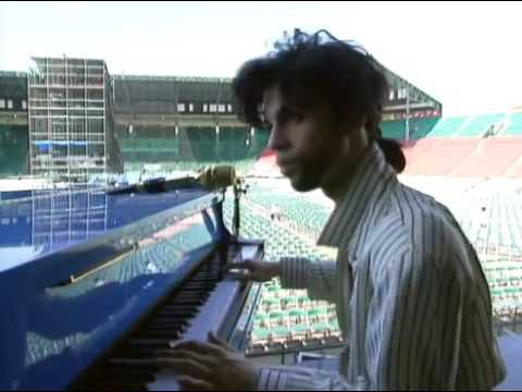 "Prince playing ""Summertime"" during a soundcheck in Japan, 1990. https://youtu.be/Zy444L6PJjw"