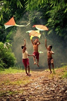 Sumantri Hadi Suseno: Children chasing kite