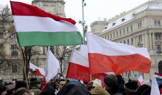"""""""To co wyprawia na Węgrzech latami Viktor Orbán, teraz chcą powtórzyć w Polsce prawicowi populiści."""