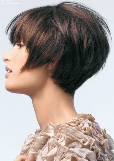 The short hairstyle is tapered into the back with different layers cut up to the top and sides forming the excellent appearance. This adorable pixie hairstyle blends into the top jagged cut layers, bringing this a lot of texture. The neat long bangs can add more style and charm to the whole sexy layered hairstyle.[Read the Rest]