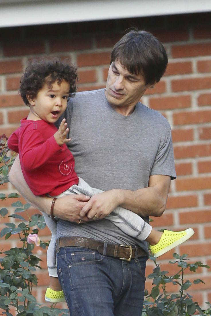 Ex esposo de Halle Berry pasea a solas con su hijo - Univision