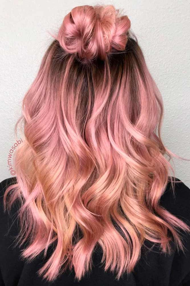 Strawberry blonde hair has always been a pretty choice. Thanks to modern hair styling techniques, there are many variations of strawberry blonde hairstyles. Following is a list of some of the trending styles and color options for strawberry blonde.